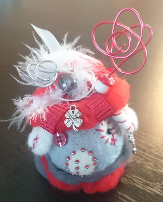 Maison de souris rouge et blanche en laine feutrée : Accessoires de maison par bubble-schott