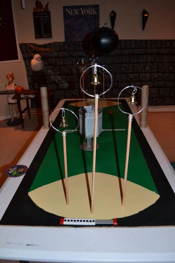 Harry potter fans quidditch beer pong pitch and tables for Table quidditch