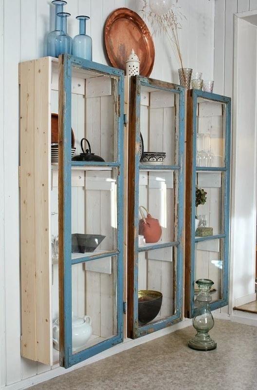 """Trois petites armoires un peu frustres sur lesquelles trois vieilles fenêtres viennent s'imbriquer. """"Ne jetez plus par les fenêtres !"""" Par frk-elton."""