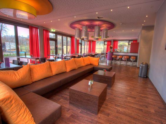 Das 2A Hostel Berlin befindet sich mitten im Berliner Stadtteil Neukölln. Eine super Einrichtung, günstige Preise und eine tolle Lage erwarten den Besucher hier... Weiter Infos findet Ihr unter http://www.2a-hostel.de