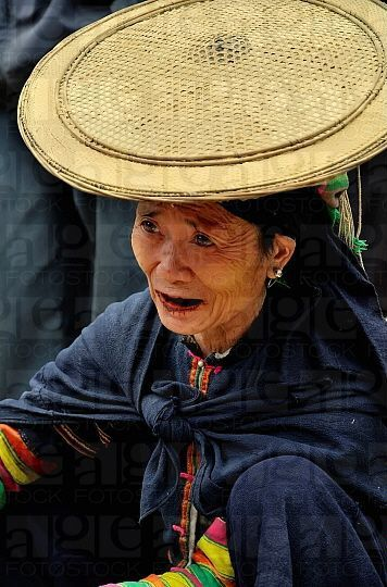 Vietnam, Black Lolo woman at the market. Bao Lac © Philippe Body