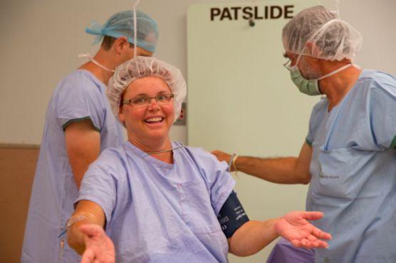 Mujer atiende su propia cesárea ¡de gemelos! | Blog de BabyCenter