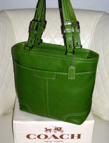 I'm auctioning 'COACH Bright Green Pebbled Leather Tote Bag' on #tophatter
