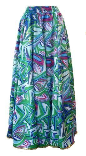 Javanesa: tecido em ligamento tela, com fio de filamento de Viscose no urdume e fio de  Viscose fiado na trama, muito usado em moda feminina.