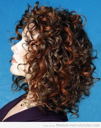 Medium Curly Hairstyles For Women Over 40 Medium Curly Hair Styles Curly Hair Styles Naturally Medium Hair Styles