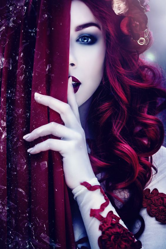 Laura Helena - Fashion Photography Conceptual - Storytelling - Fantasy - Magical - Alice In Wonderland - Queen Of Hearts