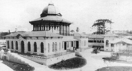 Jardim da Infância junto à Escola Normal (atual escola Caetano de Campos) na praça da República. Projeto de Ramos de Azevedo.: