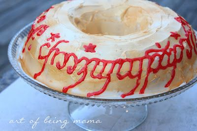 blog friend @Collette B of The Art of Being Mama crafted a LOTR birthday shindig for her oldest son.  Is 35 too old to request one of these?