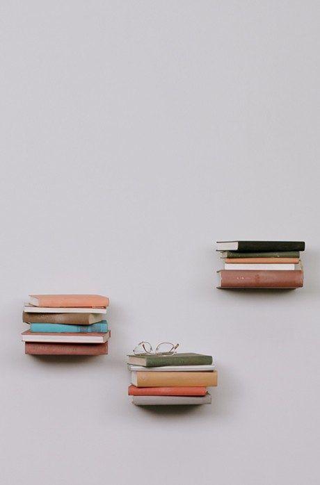 Avec cette bibliothèque originale, vous pourrez créer l'illusion d'avoir des livres qui flottent dans l'air !