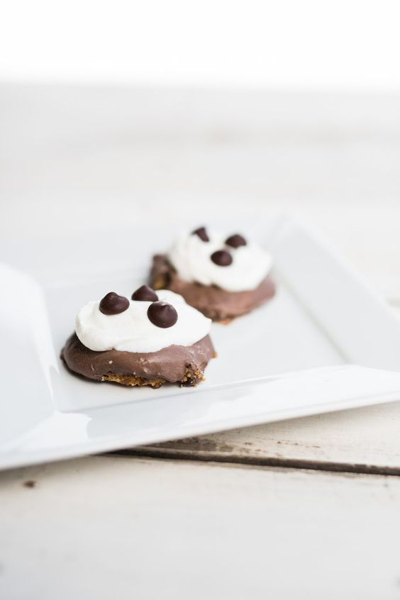 Chocolate Cream Pie Mini Cream Pies... It's pie-ception!  These little cuties are only 134 calories EACH!  And they don't even taste healthy  For more delicious recipes and a complete meal plan  check out the IdealPlan:  www.idealshape.co...    Crust: 6 low fat graham crackers 1 T coconut oil  melted 2 T honey  Filling: 1 ½ cups tofu 2 scoops Chocolate Cream Pie IdealShake (get here:  shop.idealshape.c... )  ½ cup unsweetened almond milk 1 T cocoa powder dash of salt ½ cup dark chocola..