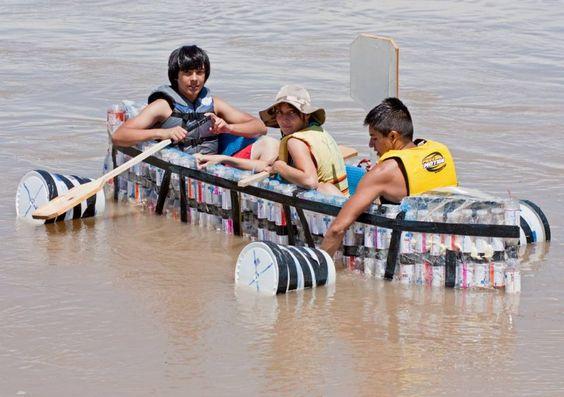 botes de plástico reciclado