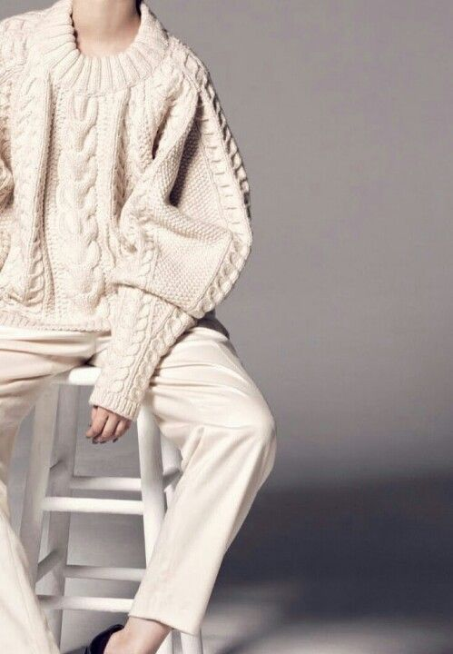 Finals Week + Need to Chillax. Getting psyched. In desperate need of calming hues. Perfect baths. Candles. Taupe. Cream. Nude. Grey. Navy. The Row. Valentino. Chunky Knits. Soft blankets. Abstract color palettes. Silk pyjamas. Motivation.: