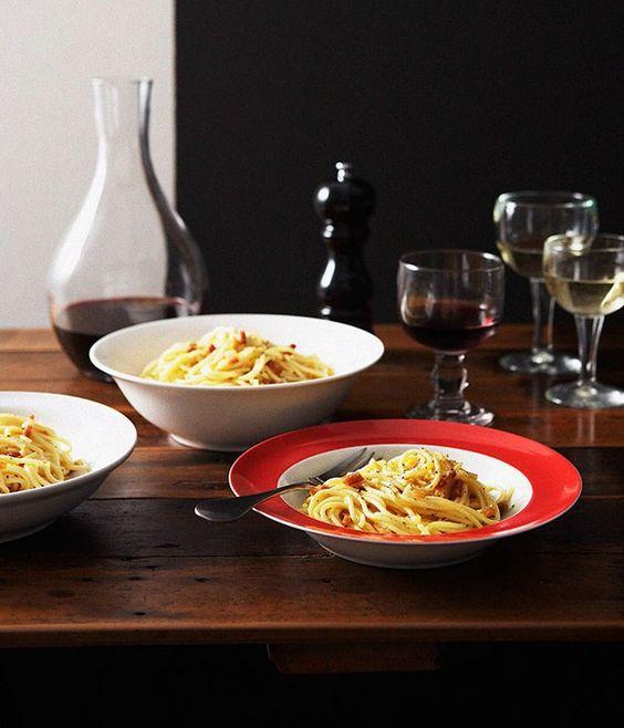 Traditional pasta carbonara recipe