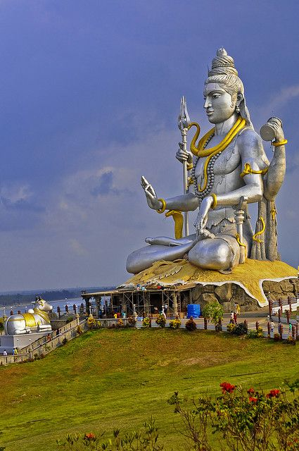Wow Statue Of Lord Shiva Murudeshwara Karnataka India Places To See In India Pinterest