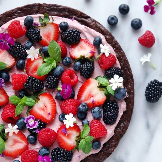 brownie pizza with fruit and flowers