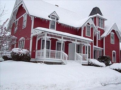 I have a red house and it does make a lovely picture when covered in snow!
