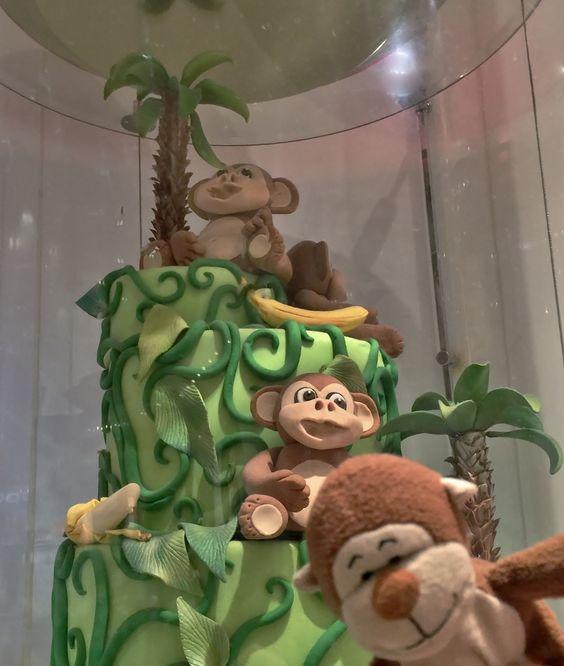 Hanging around with #family & a giant, #lucky #green cake for #StPatricksDay. #luck #HappyStPatricksDay #Irish #cake #banana #bananas #monkeys