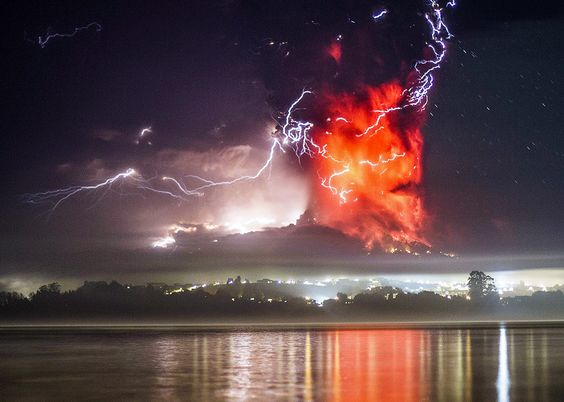 Chile's Calbuco volcano erupts spectacularly, producing stunning ...