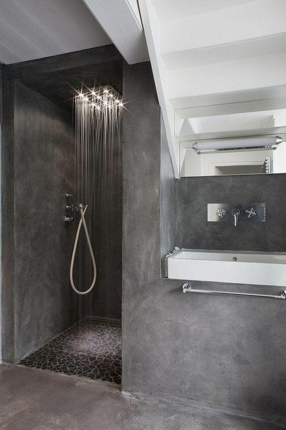 faire une douche l italienne salle de bain en bton cir gris fonc - Salle De Bain Douche Italienne Grise