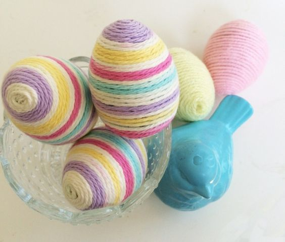 Statt zu färben, können Sie die Eier auch mit Garn umwickeln