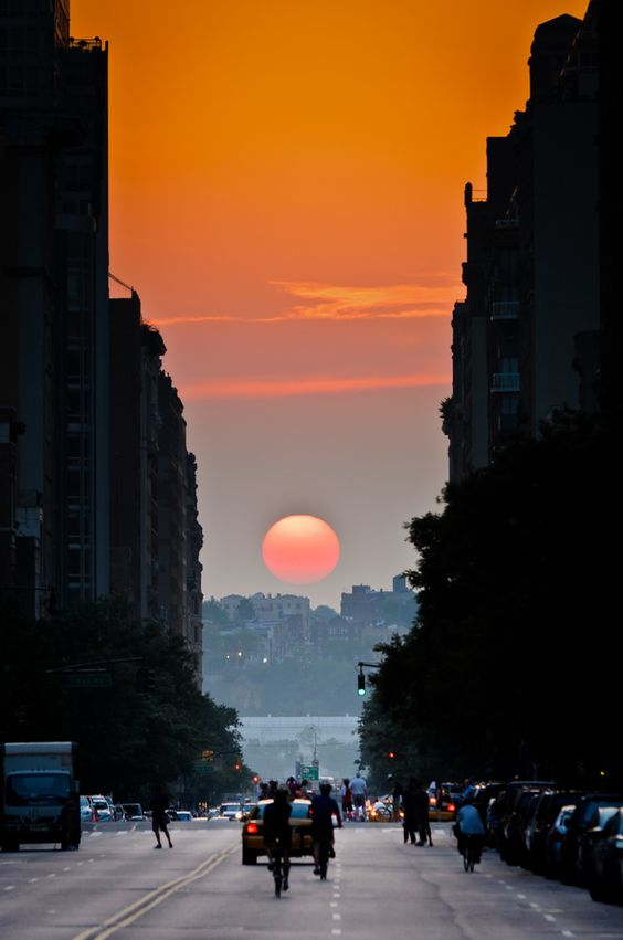 """Twice a year, New Yorkers get a chance to experience """"Manhattanhenge"""", the occurrence where the setting sun aligns perfectly with east-west streets. - spectacular!"""
