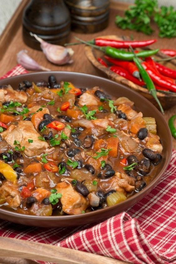 This Chicken and Black Bean Chili is warm and hearty. It's the perfect autumn chili! #chilirecipes #chickenchili