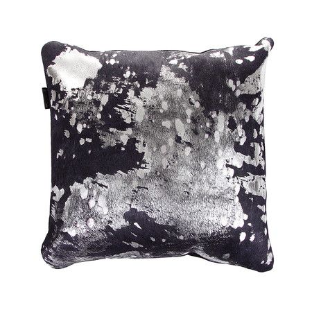 Amara - Säuregebleichtes Kuhfell-Kissen - 45 x 45 cm - Violett/Silber
