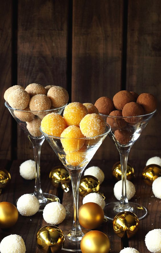 Bolitas de Leche Condensada (Galleta, Coco, Yema y Chocolate ):
