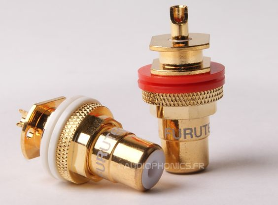#FURUTECH FP-900G Embase RCA plaqués #Or (La paire)  Les embases RCA Furutech ont été développés dans l'optique de satisfaire les consommateurs les plus exigeants. Ces embases sont fabriquées à partir de bronze phosphoreux et sont plaquées or 24k.