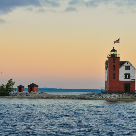 The 30 most beautiful lighthouses in america beautiful for Most beautiful lighthouses in the us