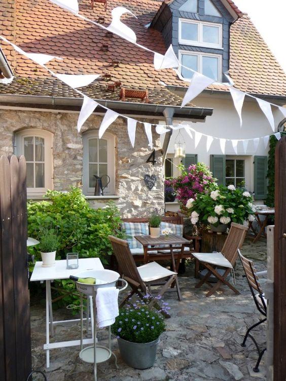 Garten fahnent cher and im freien on pinterest for Landhausgarten deko