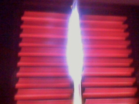 FRESTA    Janela fechada  No alto da torre  Desse cárcere;  Sou feitor.    A mão frágil  Branca e esquálida  Principia um caminho;  Bastou uma fresta.    ROSE DIAS  www.rosejd.blogspot.com.br  EDA n 542.496 Biblioteca Nac.