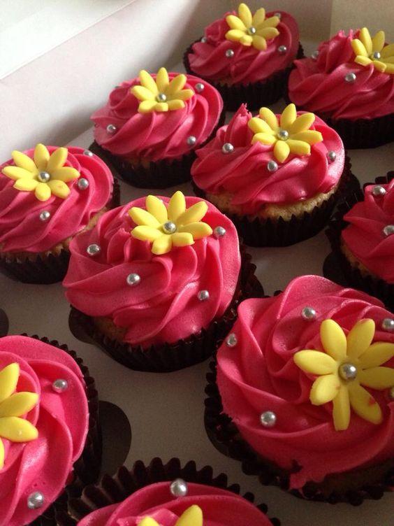 Bright simple flower cupcake.