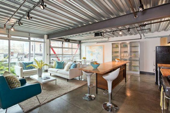 Plafond en tôle ondulée – un aspect du style industriel incontournable