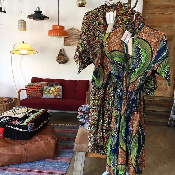 Har i dag, købt 5 lange & 3 korte kimonoer. De er syet i Afrika, af kvinder i smukt farverigt stof 👌De har lommer & bælte & passer alle str. De koster hhv 700,-/550,- Kom og prøv dem i morgen🌴 #smuktbrugtpåamager #amagerbrogade186 #kimono #afrika #afrikansk #etnisk #farver #mønster #bomuld #onesize