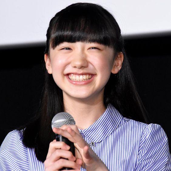 芦田愛菜のストライプシャツ
