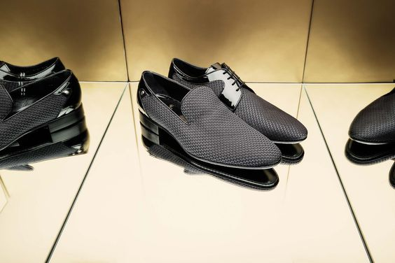 Slip on and derby combine silk and patent leather on leather sole. #AldoBruè #Mancollection #cerimony