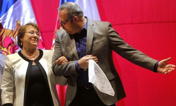 Michelle Bachelet y su hijo Sebastián Dávalos