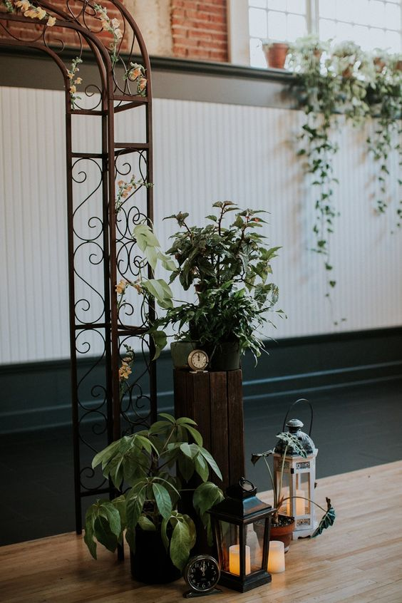 Masculine Vintage Wedding Ceremony Decor