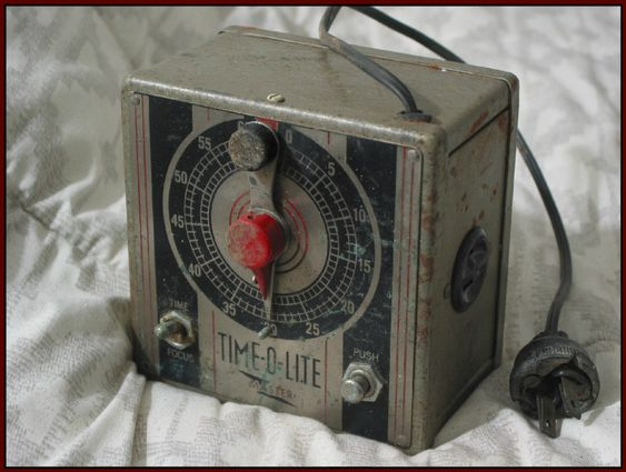 TIME O LITE Master Automatic Electric 1951 Darkroom 60 Second Photograph Timer Works  IMG 4629  http://ajunkeeshoppe.blogspot.com/