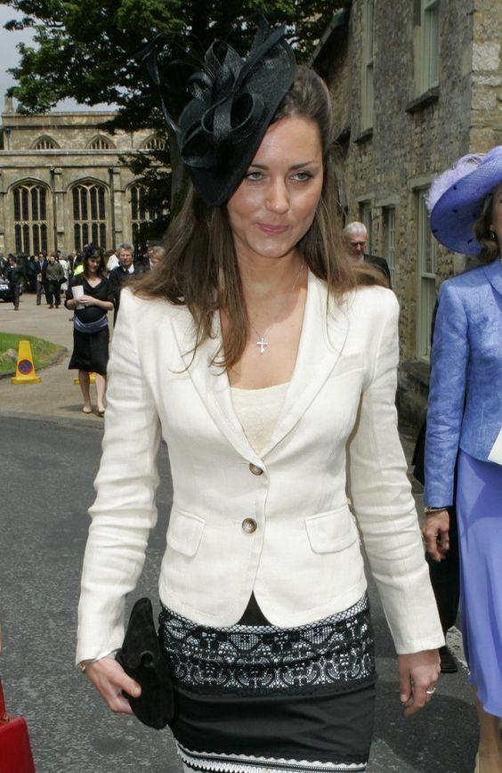 Pin for Later: Die 27 besten Hüte, die Kate Middleton je getragen hat 2005 bei einer Hochzeit in Burford