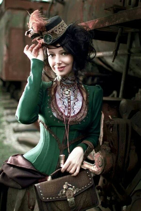 Lovely way to do an outer corset to be less non-period reminds me of alice: madness returns..lovely bag