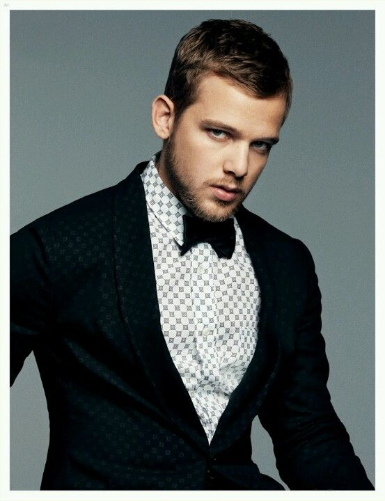Max Thieriot, my new man crush <3: