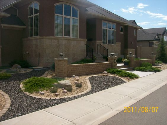Nice front yards and decorative rocks on pinterest for Front yard edging ideas