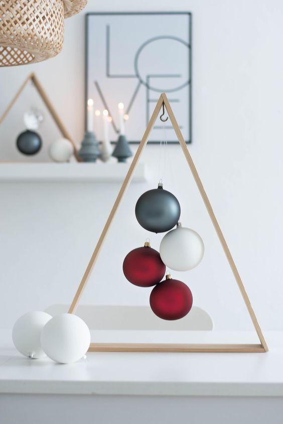DIY Weihnachtsbaum aus Holz + moderne Weihnachtsdekoration | Sinnenrausch: