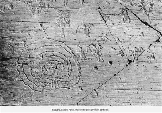 Labyrinthe et chasse, art rupestre  Âge de Bronze