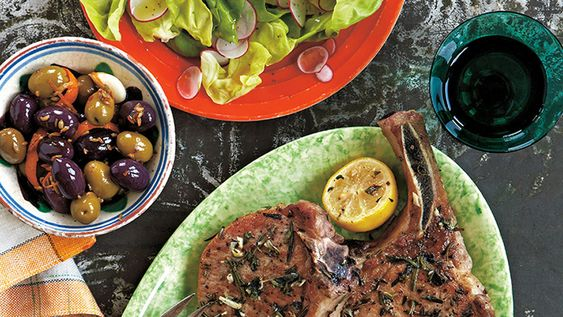 Pork chops that are crisp on the outside and juicy on the inside, bursting with the rich flavor of oregano and rosemary may sound like a strictly-weekend, multi-step affair.