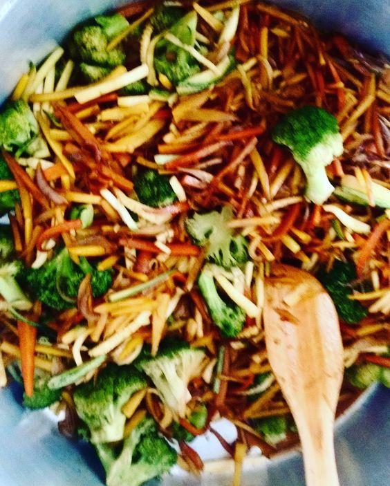 yakisoba ❤ #dabisa #comidadeverdade #qualidade #comidasaudavel #comerbem…