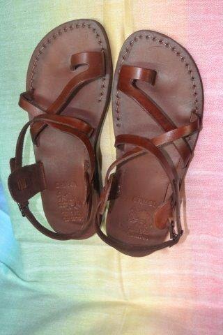 Sandalias de Jesús, sandalia de cuero para mujeres de holylandstuffdotcom en Etsy https://www.etsy.com/mx/listing/277689698/sandalias-de-jesus-sandalia-de-cuero