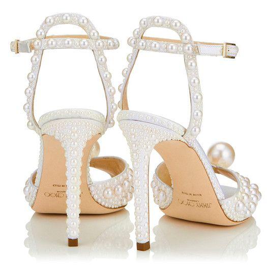 Los zapatos de perlas de Jimmy Choo con los que Galilea